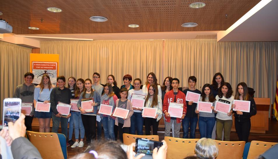 Imatge dels premiats i seleccionats en el marc del IV Premi de Narrativa Curta.