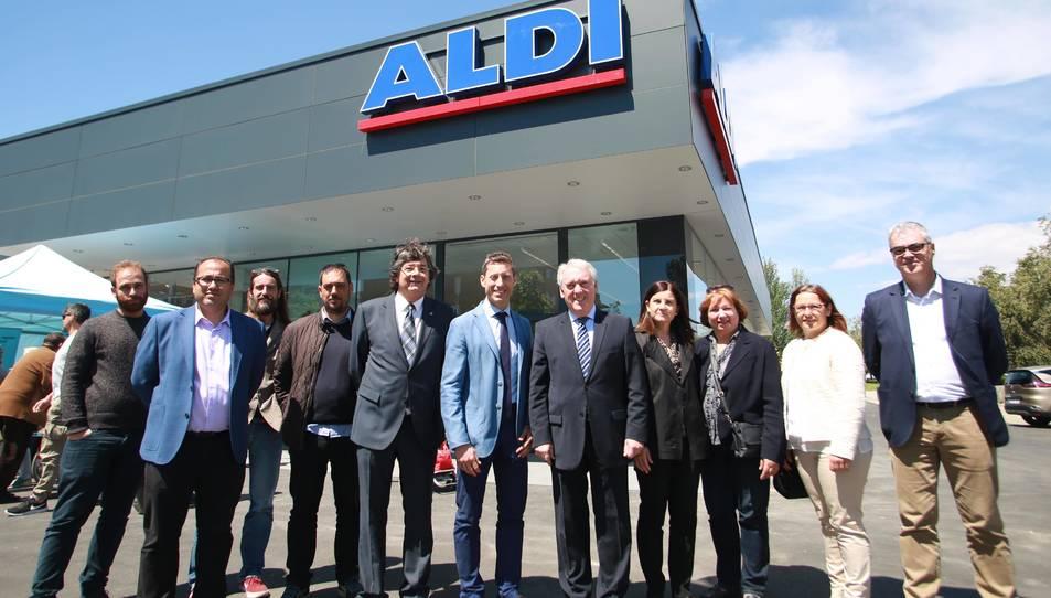 L'alcalde de Vila-seca, Josep Poblet, i altres autoritats del consistori, han assistit a la inauguració.