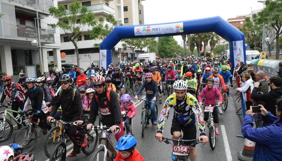 Imatges de la sortida de la 27ª Bicicletada Popular de Tarragona.