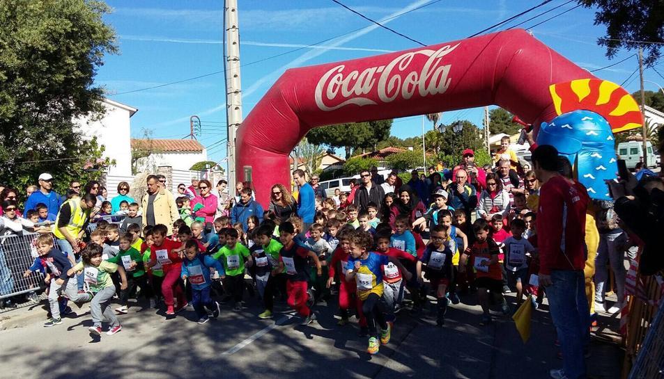Els infants han realitzat curses de diferents distàncies tot realitzant esport amb un ambient festiu.