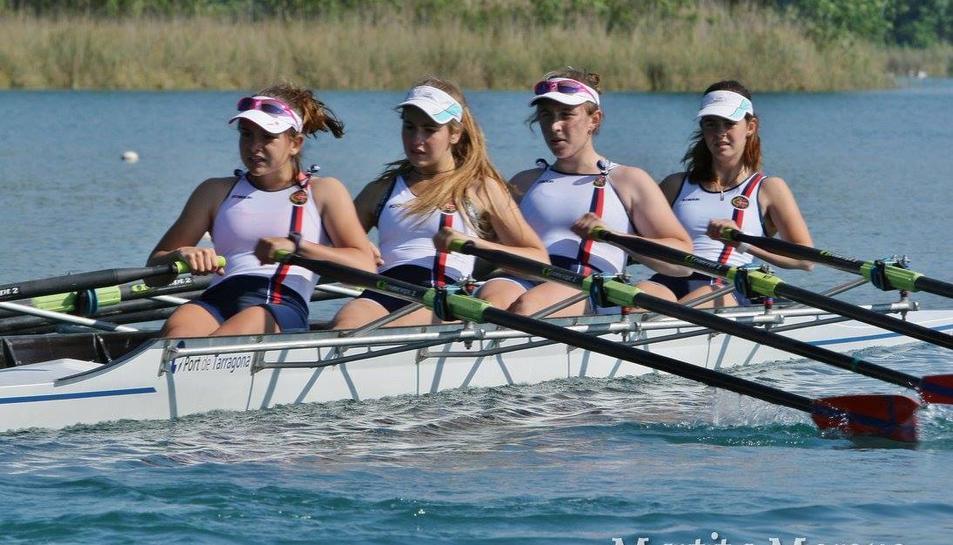 L'equip de cadet femení del Reial Club Nàutic de Tarragona durant la competició.