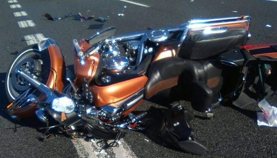 Estat en què va quedar la moto després de l'accident.