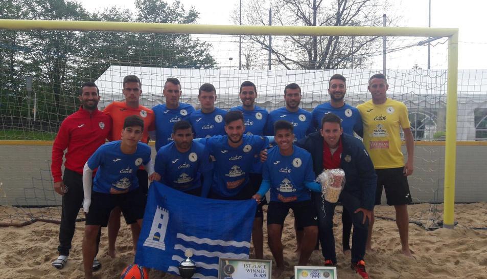 Imatge del CFP Torredembarra, campió del Beach Soccer Championship.