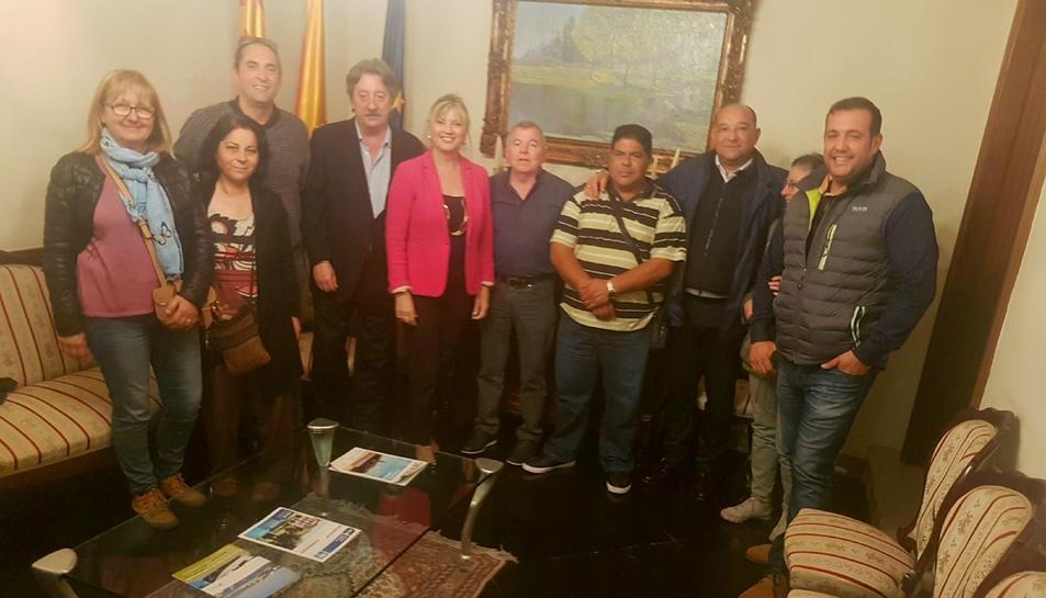 La presidenta d'Espimsa, Elvira Ferrando, junt amb els membres de les associacions de marxants.