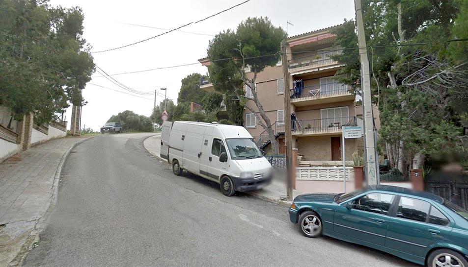 El carrer està ubicat a la zona de Segur de Calafell.