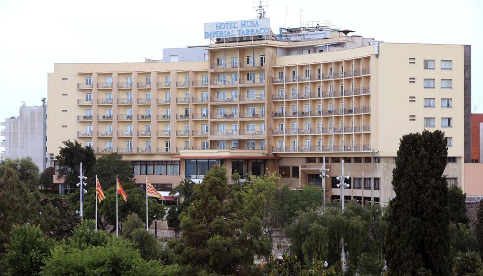 El futur del emblemàtic Husa Imperial Tarraco, construït el 1963, penja d'un fil des de fa anys.