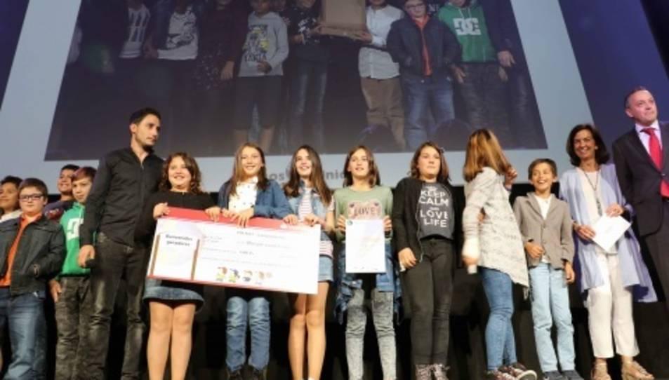 Els alumnes recollint el premi a Madrid.