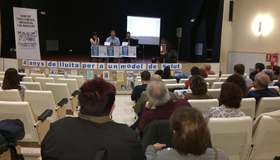 Un moment de la xerrada que ha realitzat al matí el facultatiu Xavier Lleonart del sindicat Metges de Catalunya.