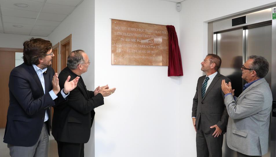 L'acte d'inauguració va comptar també amb el descobriment de la placa commemorativa.