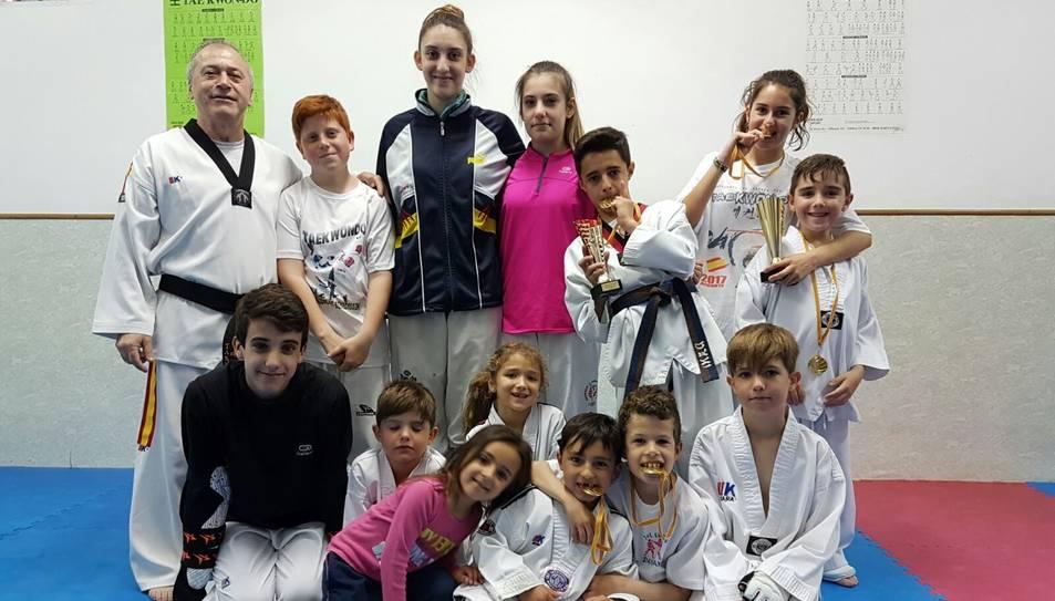 Fotografia de família dels esportistes del gimnàs reusenc.
