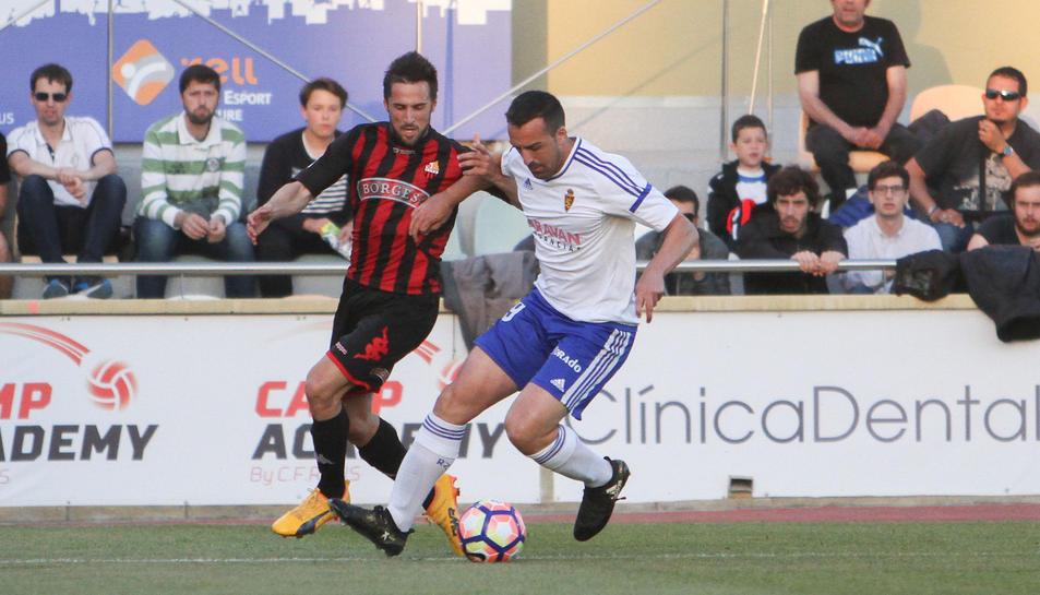 Jorge Miramón defensa una jugada durant la passada jornada a l'Estadi Municipal, contra el Saragossa.
