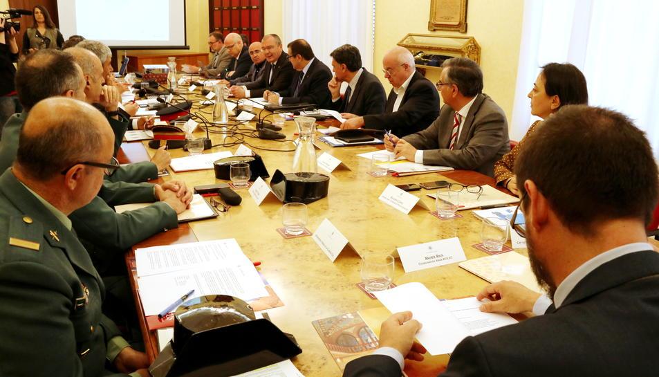 La reunió de la Junta Local de Seguretat de Reus, presidida pel conseller d'Interior, Jordi Jané.