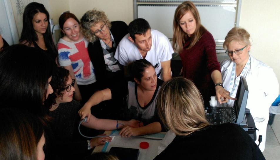 Els professionals han rebut 100 hores de formació teòrica i pràctica tutoritzada.