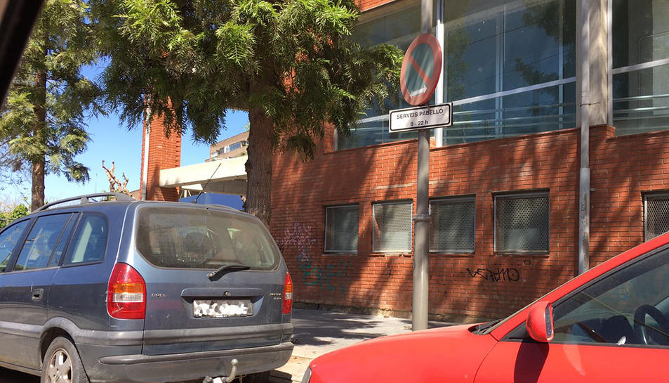 Els horaris de servei al costat del pavelló del Serrallo no es respecten.