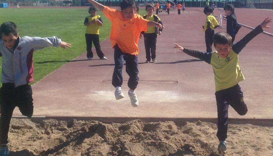 Els nens van gaudir de diversos jocs i activitats esportives.
