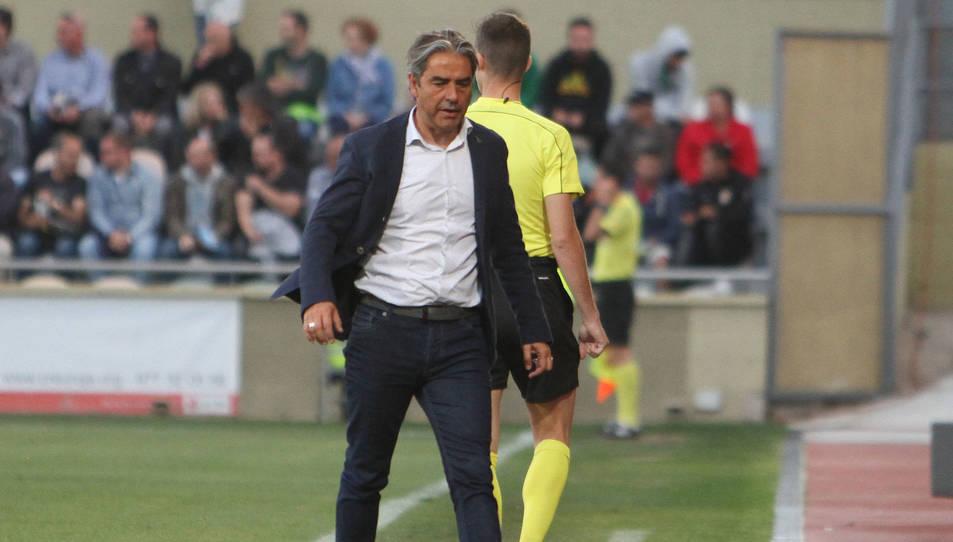 Natxo González, a l'àrea tècnica de l'Estadi Municipal durant el Reus-Saragossa del passat diumenge.