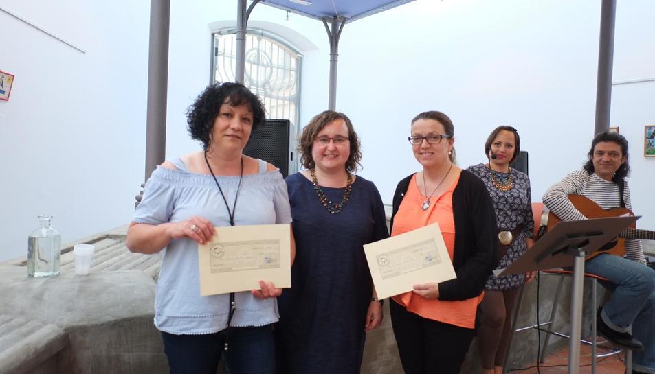 Imatge de les guanyadores de la 10a edició dels Premis de relats breus Antònia Abelló Filella.