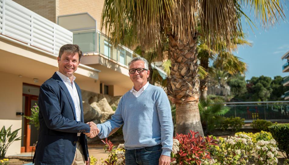 David Batalla, a l'esquerra, amb el nou president dela FEHT, Eduard Farriol.