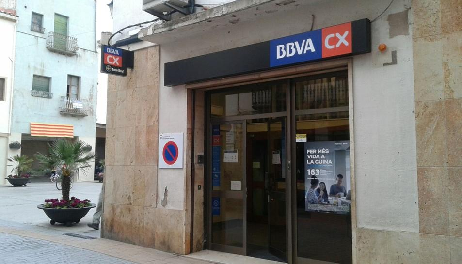 Imatge de l'oficina i el caixer automàtic de BBVA a Cornudella.
