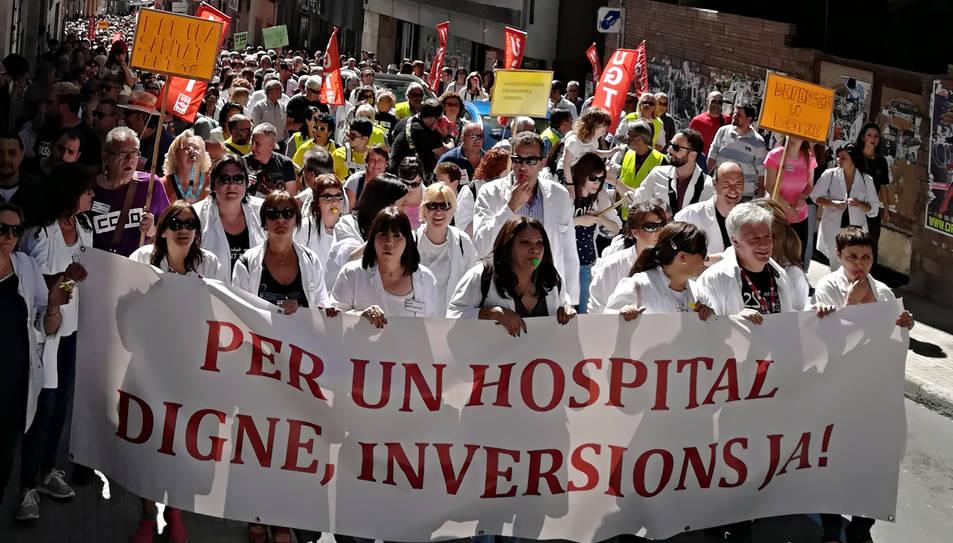 Imatge d'arxiu d'una manifestació dels treballadors de l'Hospital Comarcal de Móra d'Ebre, per demanar més inversions al centre.