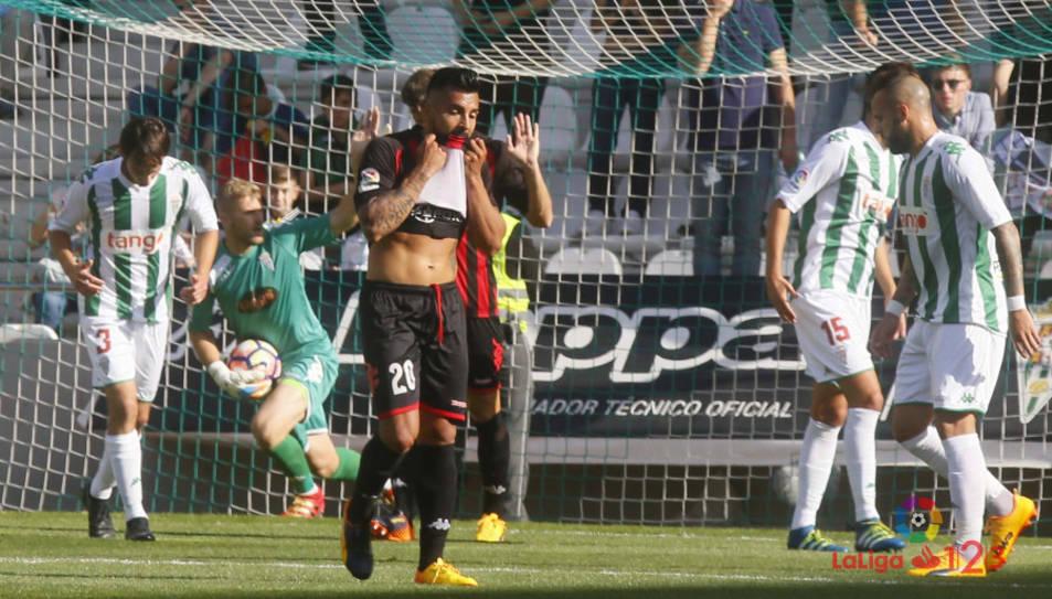Jorge es lamenta d'una de les ocasions perdudes del CF Reus.
