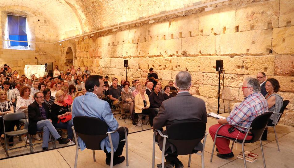 La Sala del Sarcòfag es va omplir amb motiu del debat sobre Grècia, Roma i l'emperador Adrià.