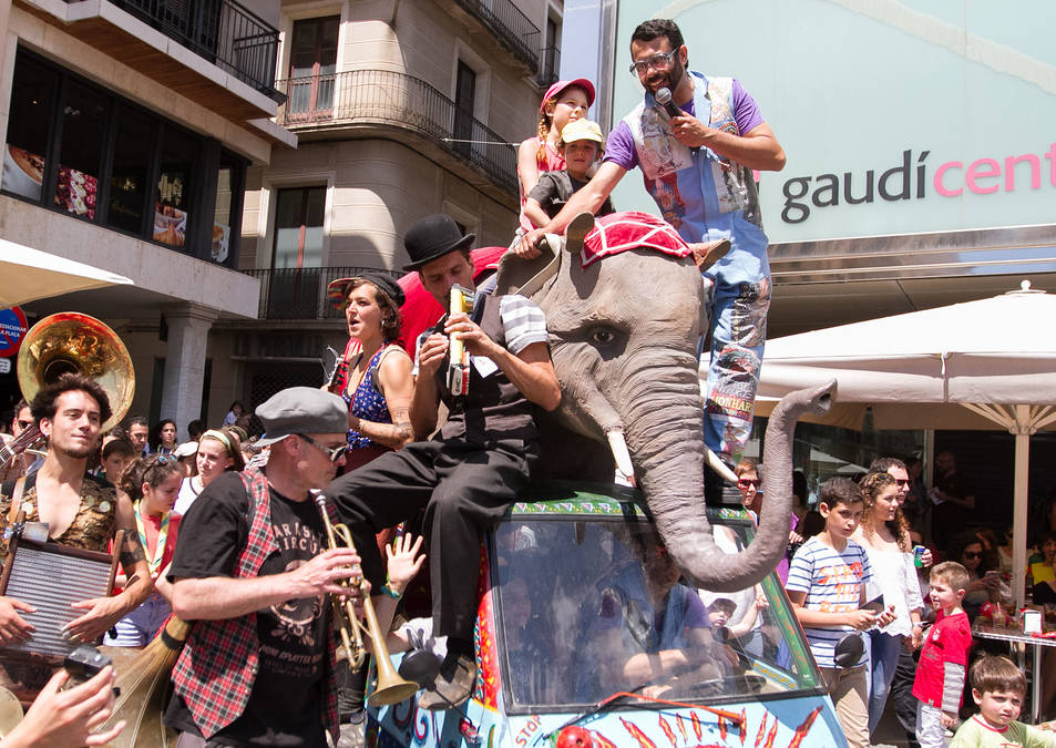 Imatges d'algunes actuacions de la fira Trapezi a Reus.