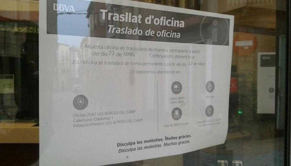 Imatge de la nota penjada a l'oficina del BBVA del municipi.