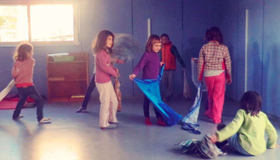 Un grup de nens del centre en una imatge d'arxiu de Submarí Lila.