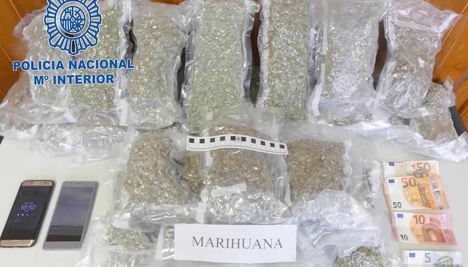 Imatge de la droga incautada als dos detinguts, el passat 22 d'abril.