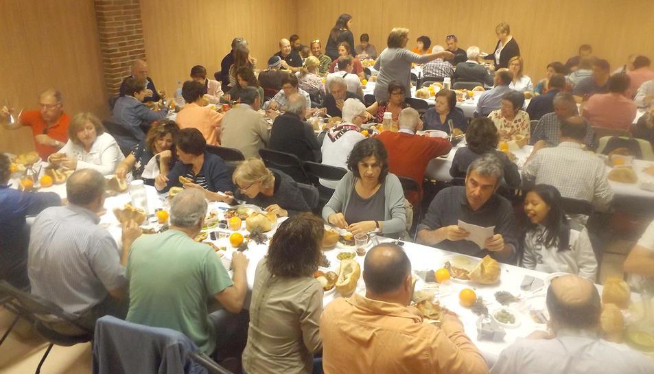 El dinar de la clotxa va reunir més de 150 persones.