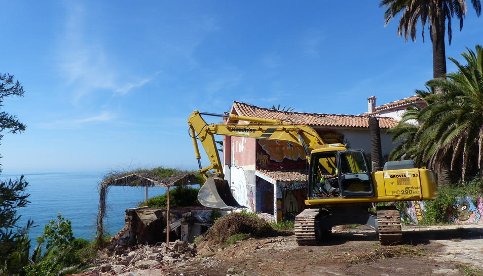 Imatge de l'inici de l'enderroc de Cala Morisca, el xalet de Pedrol Rius a Cap Salou.