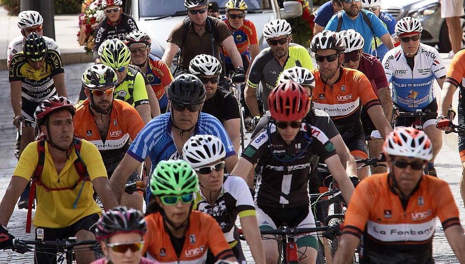 Manifestació de ciclistes a la demarcació d'Alacant, on una conductora que va donar positiu en alcoholèmia i drogues va atropellar a sis ciclistes. Tres ciclistes van acabar morint.