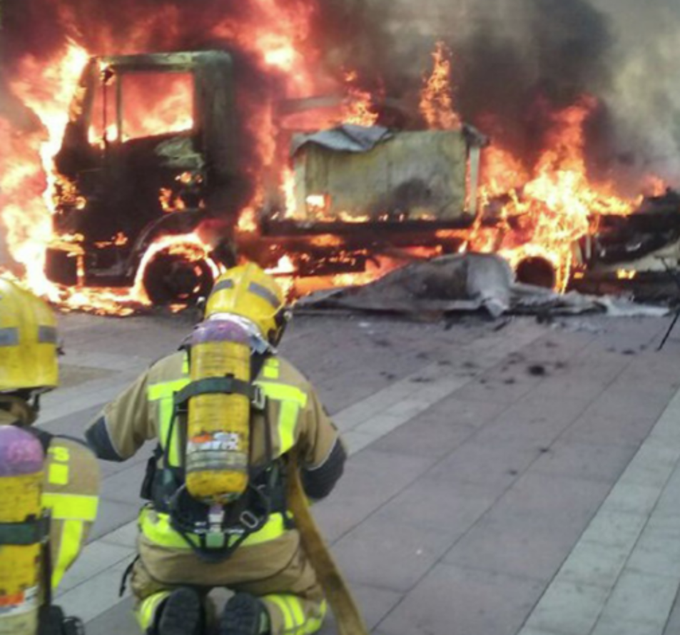 Les flames han calcinat totalment el vehicle.