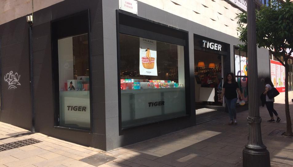 A Tarragona l'establiment està ubicat al carrer August, xamfrà amb Comte de Rius.