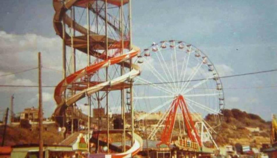 Una imatge que mostra com era la fira del Miracle als anys vuitanta.