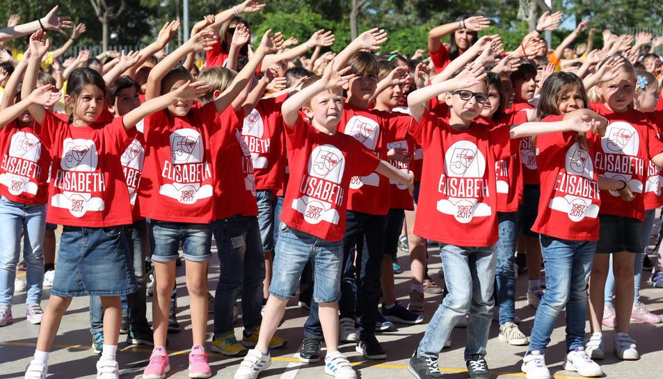 Una imatge de la realització de la 'flashmob' aquest dimarts al matí.