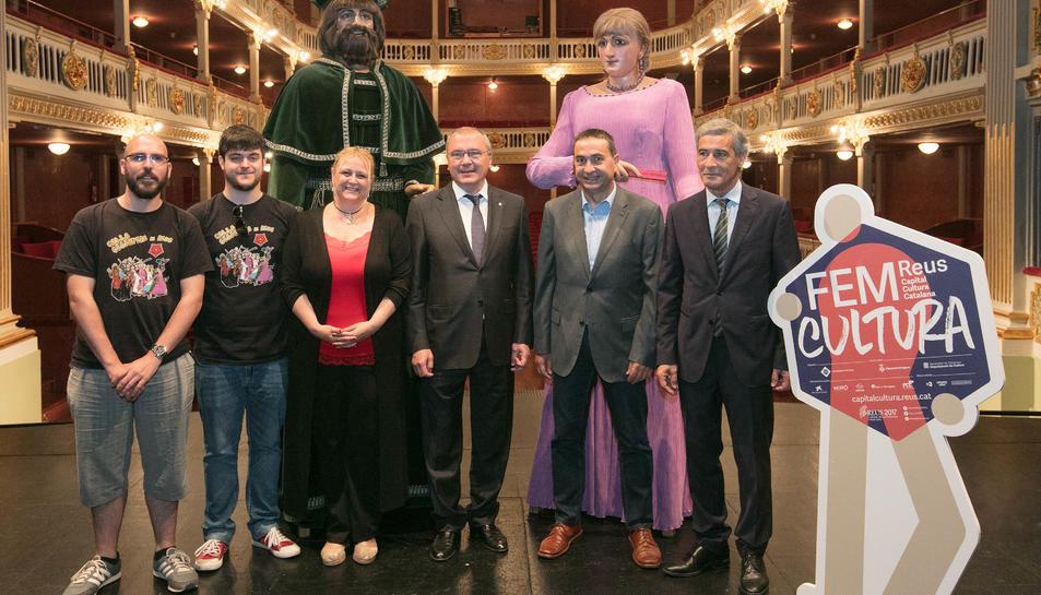 Imatge de l'acte de la signatura del conveni de col·laboració de Repsol amb l'Ajuntament de Reus per donar suport a les festes de la ciutat i a la capitalitat cultural de Reus.