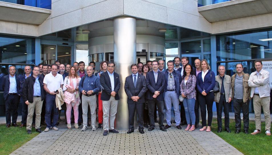 Fotografia de la visita dels empresaris de l'Associació d'Empreses de Serveis de Tarragona al Port de Tarragona.