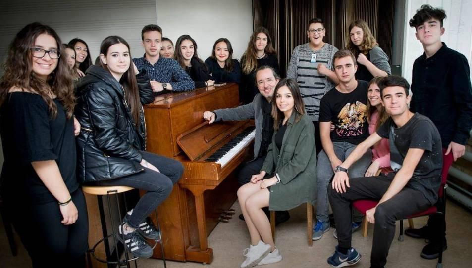Fotografia de família dels estudiants de llenguatge i pràctica musical de primer de batxillerat.