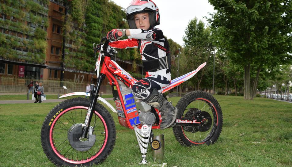 En Pep Mallafré, sobre la seva moto.