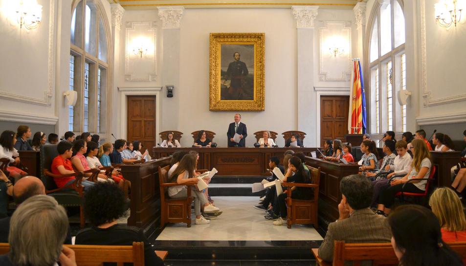 Imatge de l'Audiència Pública en què el Consell d'Infants Ciutadans ha presentat les seves propostes.