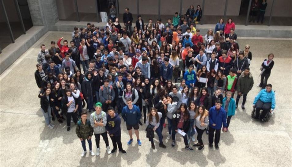 Imatge dels alumnes de 4t d'ESO dels instituts de la Conca de Barberà que han participat al projecte Genus.