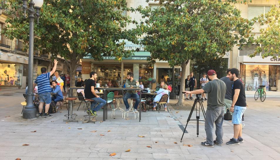 Un moment de l'enregistrament, a la plaça Verdaguer.