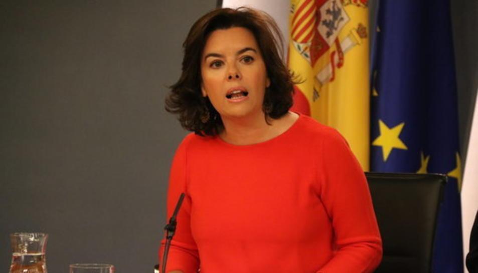 Pla mig de la vicepresidenta del govern espanyol, Soraya Sáenz de Sanatamaría, en roda de premsa a la Moncloa.