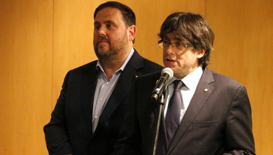 Carles Puigdemont i Oriol Junqueras, abans de l'acte del Pacte Nacional pel Referèndum.