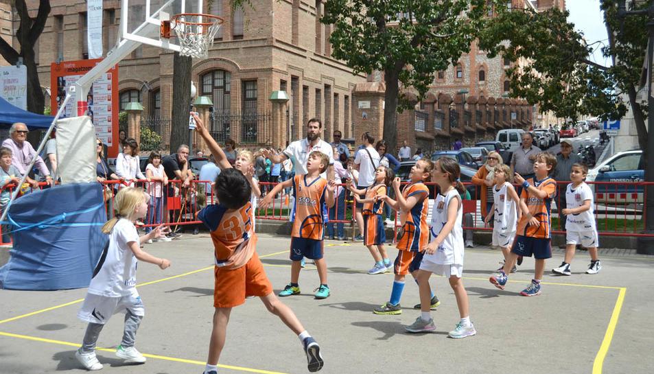 Diada de Bàsquet organitzada per l'escola de bàsquet de les Teresianes de Tarragona, que ha reunit equips de l'Arboç, Reus, Tarragona, Tortosa i el Morell.