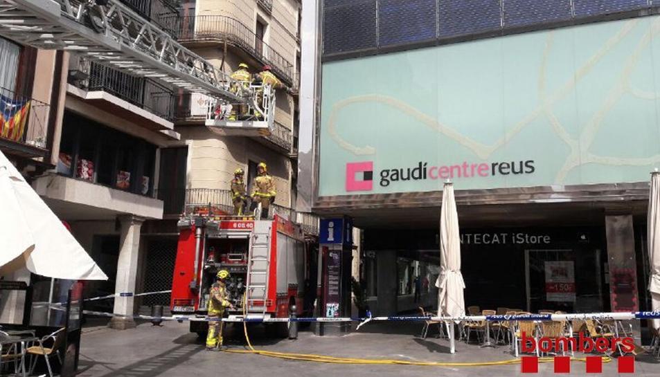 La zona del Gaudí Centre ha quedat acordonada