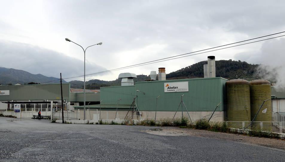 Imatge de l'entrada principal a la paperera Abelan Catalana, ubicada a la C-14, al terme d'Alcover.