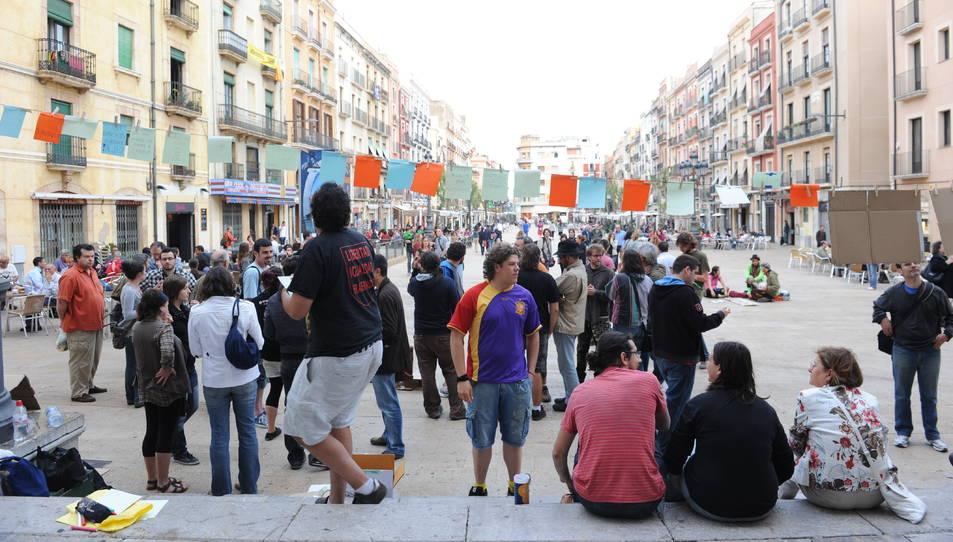 Imatge d'arxiu d'una concentració de la plataforma Democracia Real Ya a la plaça de la Font.